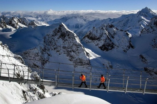 titlis-cliff-walk-4[2]