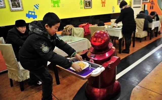 robot-restaurant-1[2]
