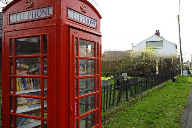 telephone-box-library-9[6]