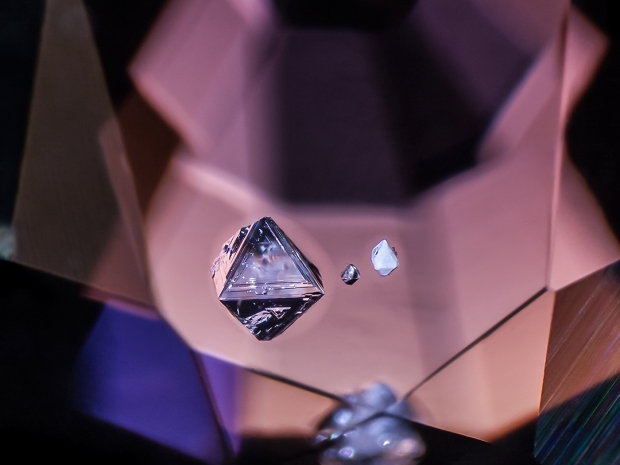 negative-pyramid-in-spinel